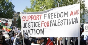 İsrail yanlıları Filistinlileri Londra'daki gösteride susturmak istedi