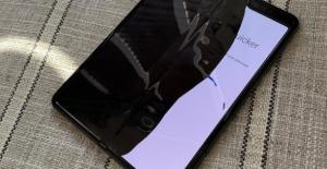 Galaxy Fold'un katlanabilir ekranı bozuk çıktı