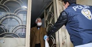 İstanbul'da 65 ve üzeri yaştaki vatandaşlara ücretsiz kolonya ve maske dağıtımına başlandı