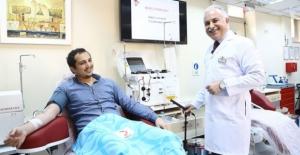 Koronavirüsü yenen doktor ilk gönüllü plazma bağışçısı oldu