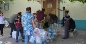 Konya'da bu sudan içebilmek için akın ettiler! Saatlerce bekliyorlar kargo bile istiyorlar