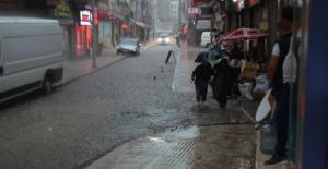 Ordu'nun Fatsa ilçesinde sağanak nedeniyle çok sayıda ev ve iş yerini su bastı