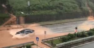 Rize'de sağanak yağış yolları göle çevirdi, Ağaran Şelalesi de taştı