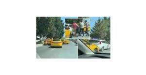 Taksicilerden kadın sürücü adayına saldırı