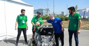 Bakan Mustafa Varank Binek Otonom Araç Yarışması'nda gençlerle bir araya geldi