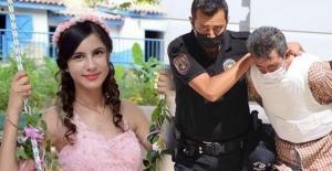 bBayramda katilinin elini öpmüş…/b