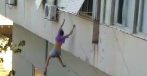 b#039;Beni kurtarın#039; deyip pencereden.../b