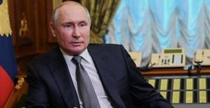 Rusya'daki Duma seçimlerini Putin'in partisi önde götürüyor