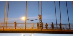 Sevgilisinden ayrılan 17 yaşındaki genç, otoyol üzerindeki köprüye çıkarak intihara kalkıştı
