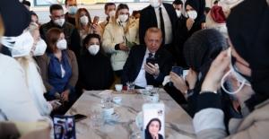 Cumhurbaşkanı Erdoğan Çengelköy'de kafede vatandaşlarla sohbet etti