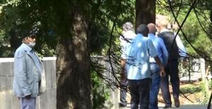 Diyarbakır'da İHD üyeleri evlat nöbetindeki aileleri görünce uzaklaştı
