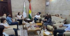 HDP, İsveç heyeti ile Öcalan'ın fotoğrafı altında görüştü