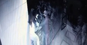 Kadıköy'de genç kızın hırsızlarla mücadelesi: Silah çekip, kaçtılar