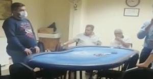 Kumar oynarken polise yakalanınca çekirdek çitlediler