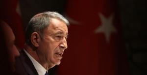 Milli Savunma Bakanı Akar: 'Kahraman silah arkadaşımızı şehit eden 5 terörist silahları ile birlikte ölü ele geçirildi'