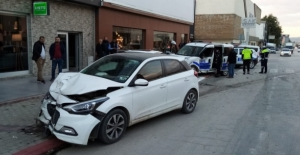 Otomobil ile polis otosu çarpıştı: 2'si polis 3 yaralı