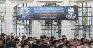 Özdemir Bayraktar'ın cenazesindeki pankart! Dünürlüğü için bakın ne demiş?