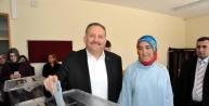Adana'da Başkan Adayları Aileleriyle Birlikte Oy Kullandı