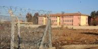Akçakale'de Sinira Yakin Okulda Eğitime Ara Verildi