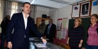 Bakan Ömer Çelik, Bitirdiği İlkokulda Oy Kullandı