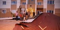 Erciş'te Fırtına Çatilari Uçurdu