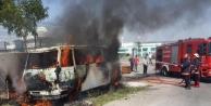 Kampus Girişindeki Köfteci Minibüsü Yandı