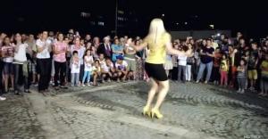 Makedon kızdan topuklu ayakkabıyla kolbastı şov..!