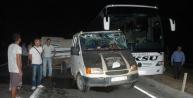 Otobüs, Küçükbaş Hayvan Yüklü Kamyonete Çarpti: 1 Yaralı