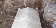 Sel Suları 2 Bin Yıllık Lahdi Ortaya Çikardi