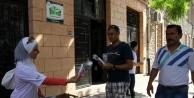 Suriyeliler Beyaz Gül Ve Teşekkür Bildirisi Dağıttı