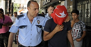Türk bayrağıyla intihar girişimi!