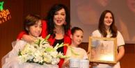 Türkan Şoray'a 'yılın Annesi' Ödülü