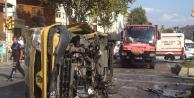Yolcu Minibüsü Kaldırımın Kenarına Çarparak Devrildi