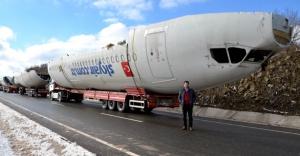 Parçalara ayrılan uçak yeniden birleştiriliyor