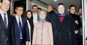 Sare Davutoğlu beşiz bebekleri ziyaret etti