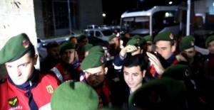 Selahattin Demirtaş gece yarısı hastaneye kaldırıldı