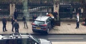 İngiltere Parlamentosu önünde yaşanan silahlı çatışmada bir kadın hayatını kaybetti, 10'dan fazla kişi yaralandı
