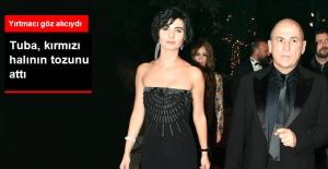 'İstanbul Kırmızısı' Filminin Galasına Tuba Büyüküstün Damga Vurdu