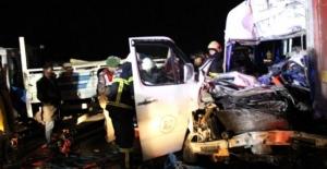 Kütahya'da 6 otomobil birbirine girdi: 2 ölü, 18 yaralı