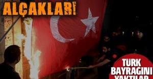 Ermenistan'da şoke eden görüntü... Türk bayrağını yaktılar!