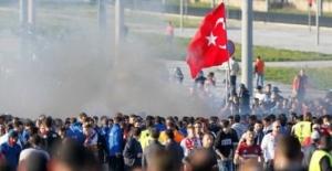 Fransa'da şok! Polis Türklere saldırdı!