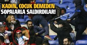 Lyon'lu taraftarlar, kadın çocuk demeden Beşiktaşlı taraftarlara saldırdı