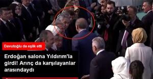 Bülent Arınç, AK Parti Kongresinde! Erdoğan'ı Salon Girişinde Karşıladı