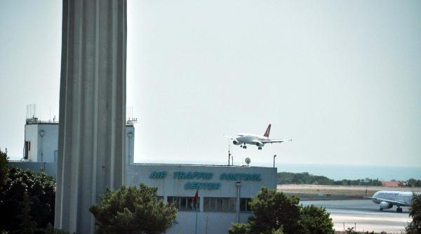 Thy Milano Seferini Yapan Uçağı Havadan Döndü