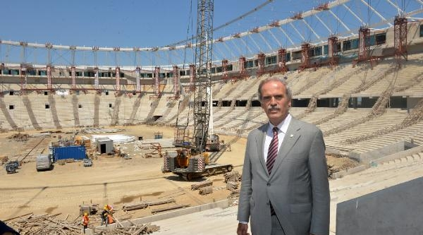 Timsah Arena'nın Çati Halatları Geriliyor