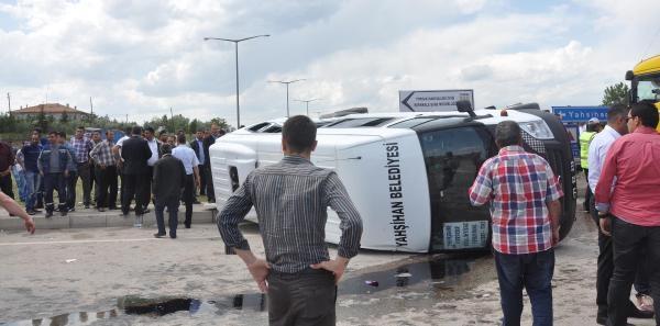 Tır, Minibüse Çarpti: 13'ü Üniversiteli,15 Yaralı