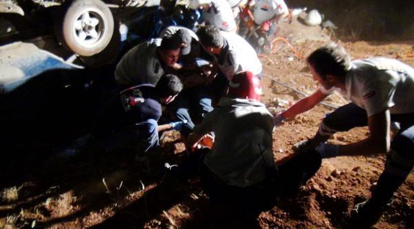 Tır, Otomobili Altına Alıp Sürükledi: 3 Ölü, 3 Yaralı