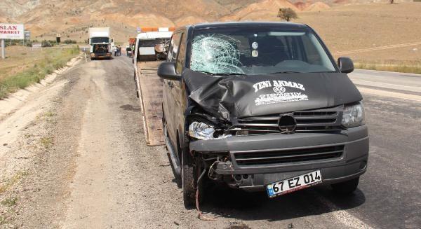 Tır Şoförlerine Minibüs Çarpti: 1 Ölü, 1 Yaralı