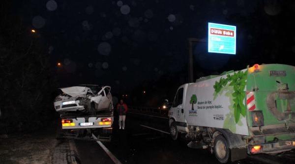 Tir'a Çarpan Otomobilin Sürücüsü Yaralandi