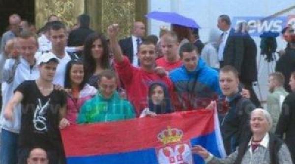 Tiran'da Sırbistan Bayrağının Açılması Tepkilere Yol Açtı